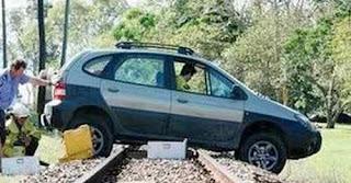 Teoritis Mesin Mati ketika Melintasi Rel Kereta Api
