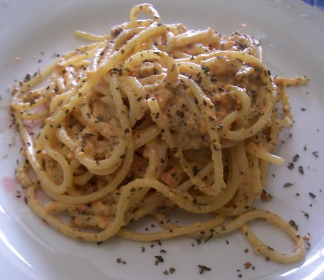 Espaguetis al Estilo de Trapani (Espaguetti alla Trapanese) Receta