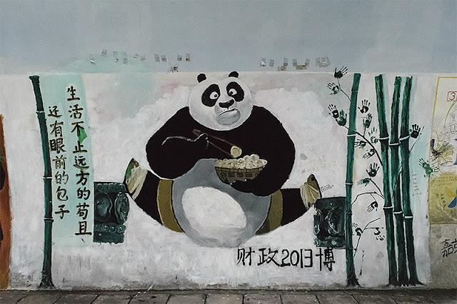 Un graffiti représentant un panda dans le tunnel Furong