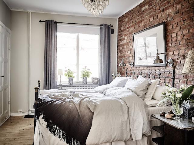 dormitor cu caramida expuse
