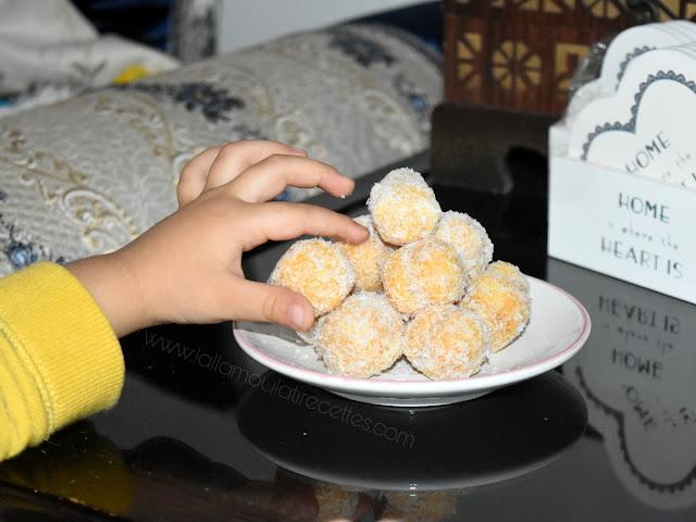 Gâteau marocain à la noix de coco et à la confiture