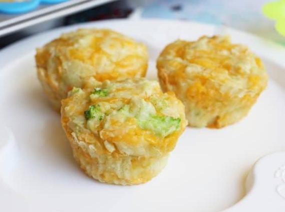 Broccoli Cheddar Muffins #diet #muffins