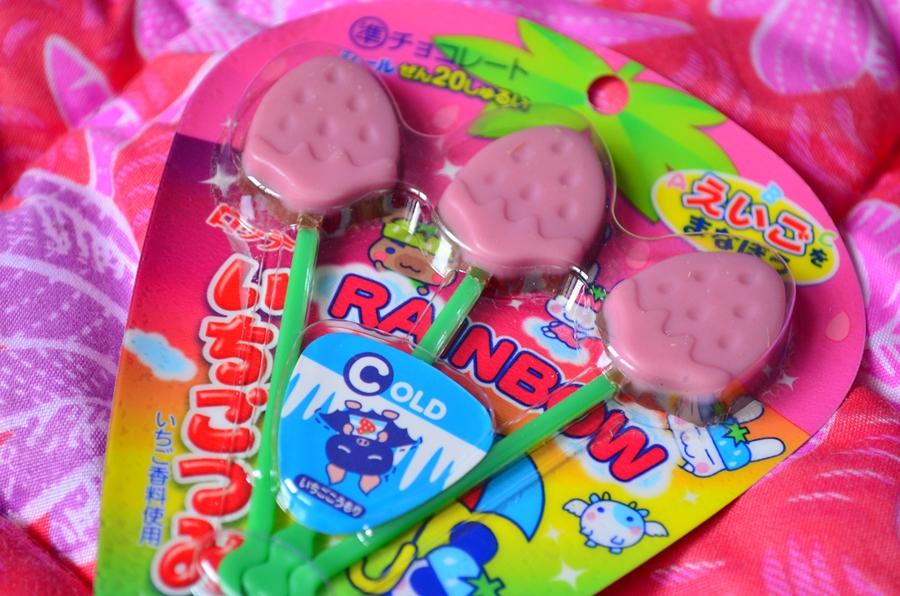 dulciuri japoneze acadele capsune ciocolata