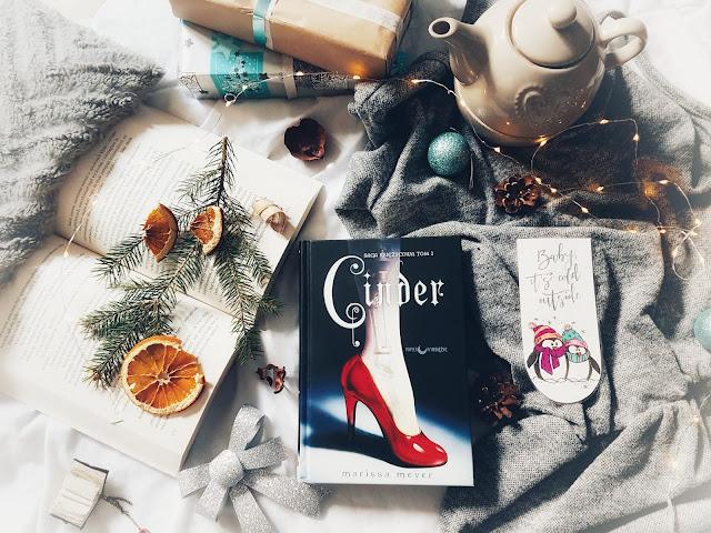 ''Cinder. Saga księżycowa. Tom I'' Marissa Meyer