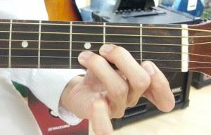 Cách sửa chữa dây đàn guitar khi bị rè