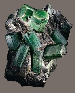 A Bahia Emeralda é uma das maiores esmeraldas do mundo