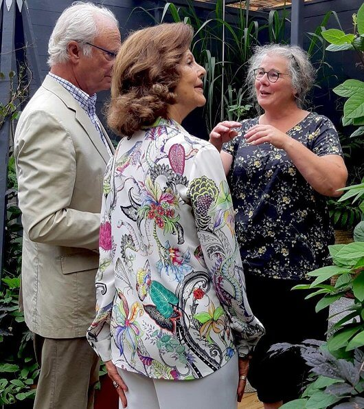 Queen Silvia wore retro floral animal print crop sleeve shirt long sleeve white cardigan blouse at Solliden Castle Park
