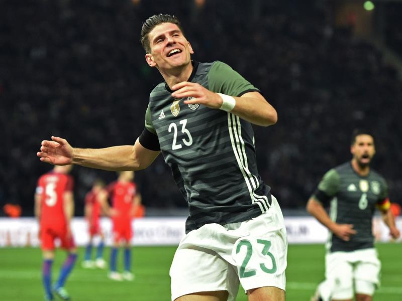 Mario Gomez é eleito o melhor alemão em campo na derrota diante da ... ffc39bc2e0c23