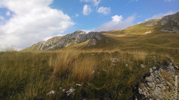 Голубое небо над национальным парком Дурмитор, Черногория