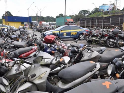 PRF realiza leilão de 1,7 mil veículos apreendidos