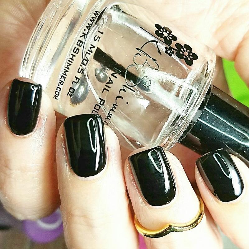 elegant-black-nails