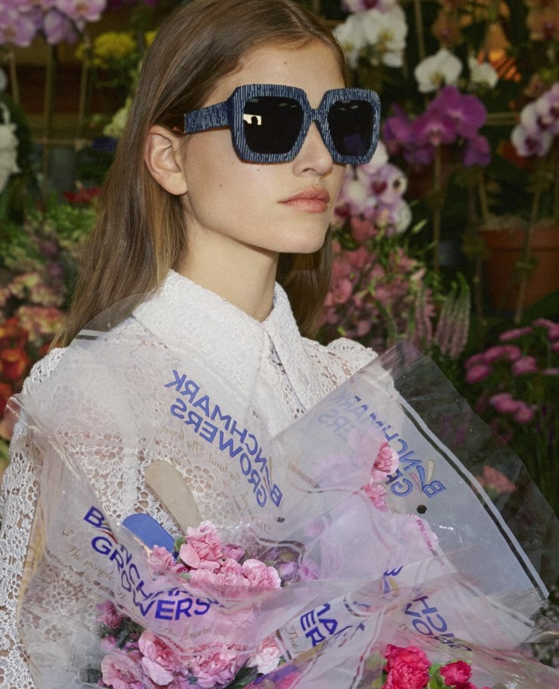 Altyn Simpson wears sunglasses in Carolina Herrera spring summer 2019 campaign
