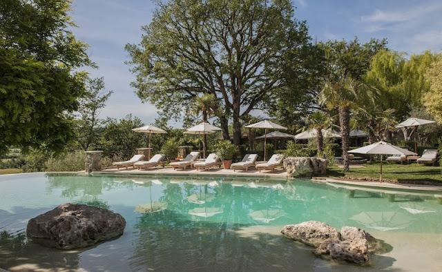 piscina natural borgo santo pietro chicanddeco