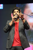 Allu Arjun at Oka Manasu Audio launch-thumbnail-4