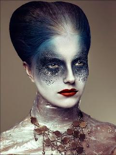 http://photofun4u.com/beautiful-goth-makeup