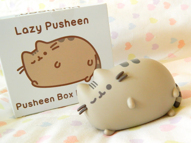 A photo showing a lazy Pusheen vinyl figure from Autumn 2018 Pusheen Box