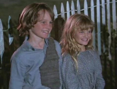 Job (Robby Kiger) y Sarah (Anne Marie McEvoy) en Los chicos del maíz - Cine de Escritor