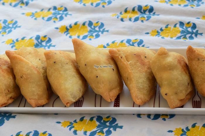 पंजाबी आलू समोसा | खस्ता समोसा | Punjabi Aloo Samosa Recipe in Hindi- Magic of Indian Rasoi - Priya R