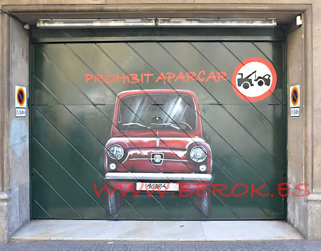 Graffitis puertas parking coche Seat 600