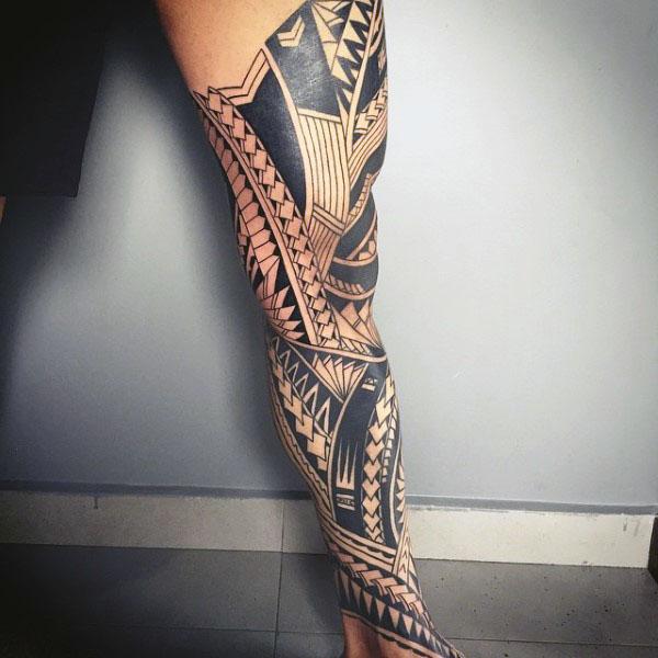 Tatuaje Maori Pierna Completa