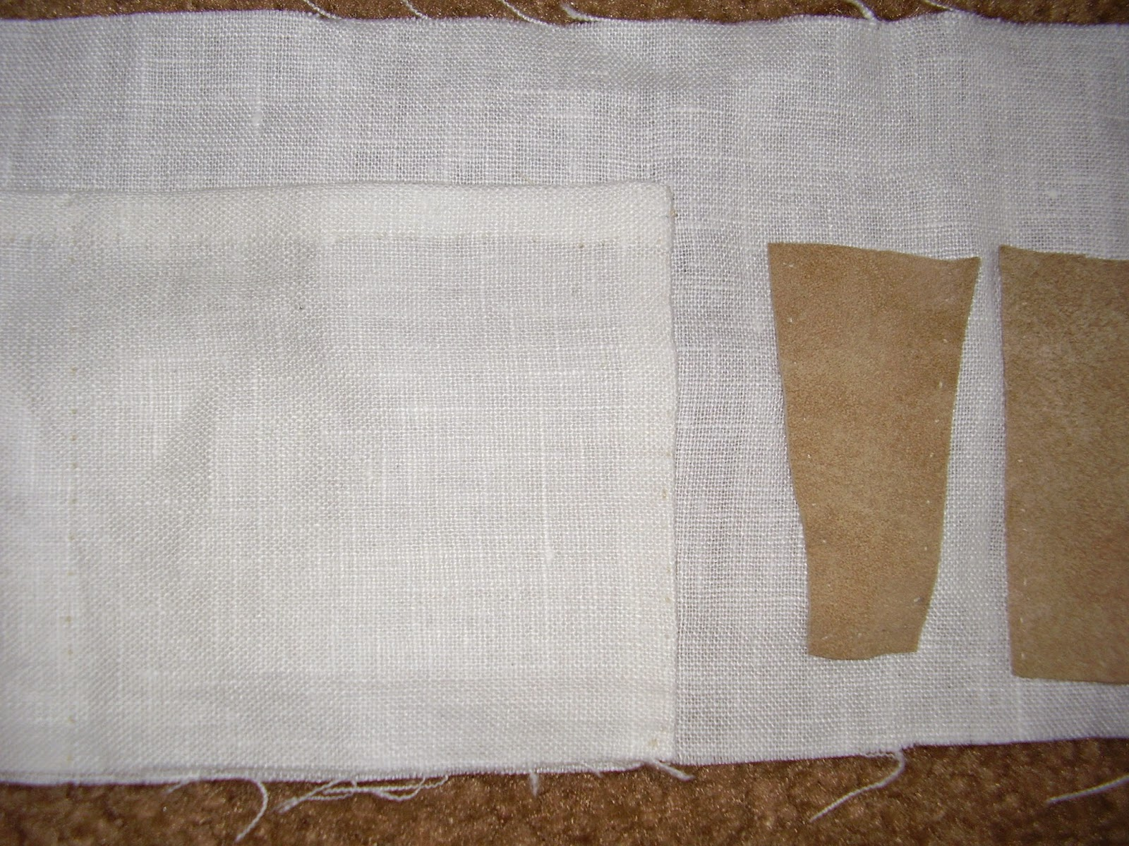 Pockets in workbasket lining.