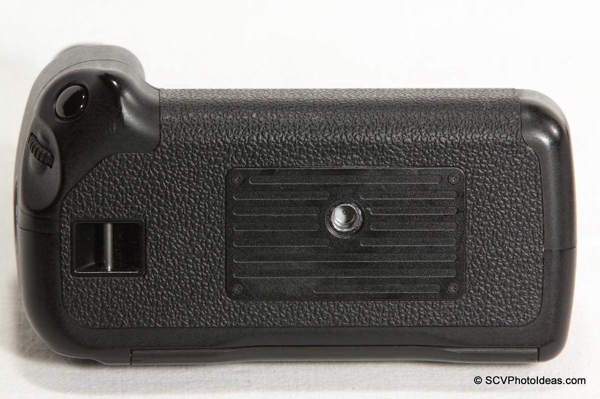 Canon BG-E2N Battery Grip bottom