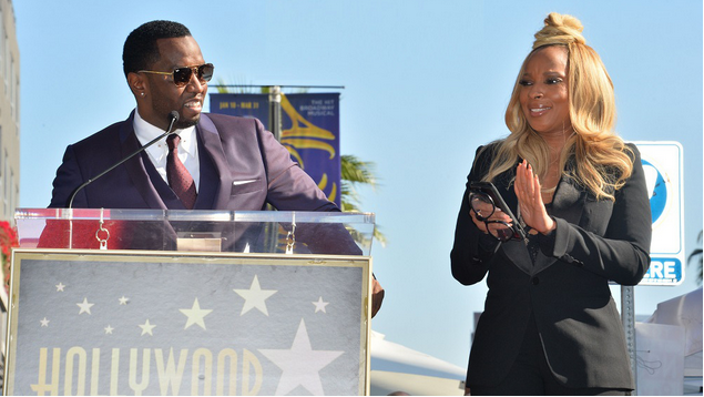 Mary-J-Blige-gets-Star-on-Hollywood-Walk-Of-Fame-1