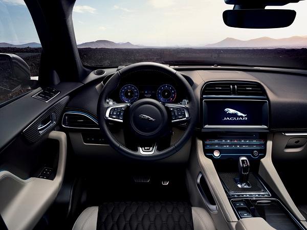 Interior Jaguar F-Pace SVR
