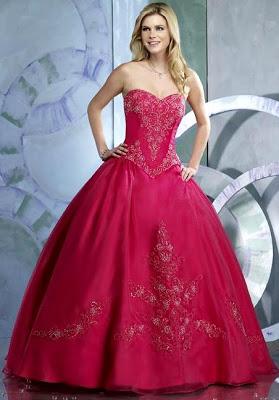 Foto de mujer con hermoso vestido de 15 años color fucsia