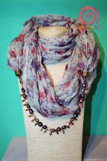 Curioseart - Fular-collar estampado flores con perlas de río de colores