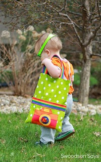 http://swoodsonsays.com/toddler-tote-tutorial-with-free-camera-applique-pattern/