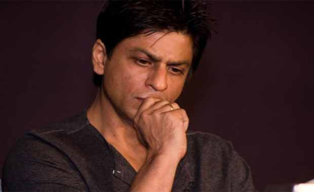 case filed against bollywood star shahrukh khan in fraudulency in hindi