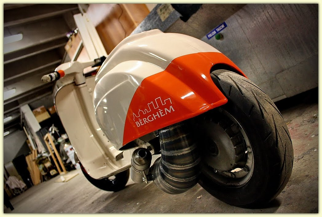 Rod vespa rocketgarage cafe racer magazine for Vespa cafe racer