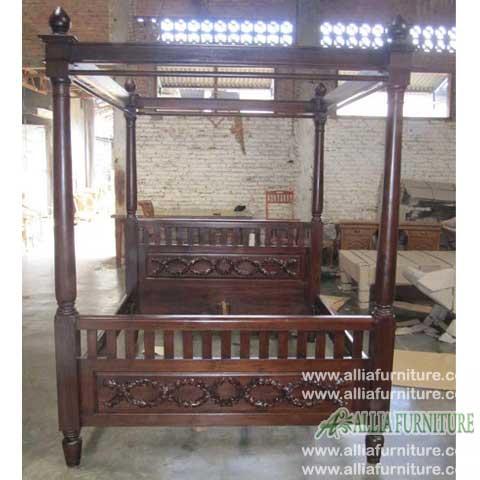 tempat tidur kayu jati kanopi ukiran rantai