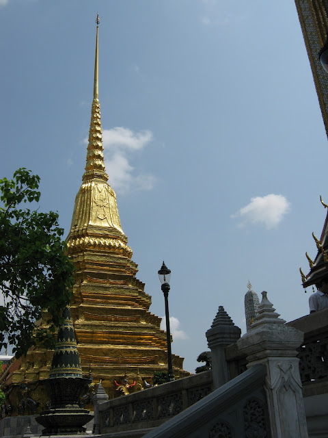 FINIAL ceramic white wall post top in shape of vintage Thai Chedi Wat Pagoda