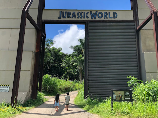 Mama Sahrang Indominus Rex Pen Jurassic World Kualoa Ranch