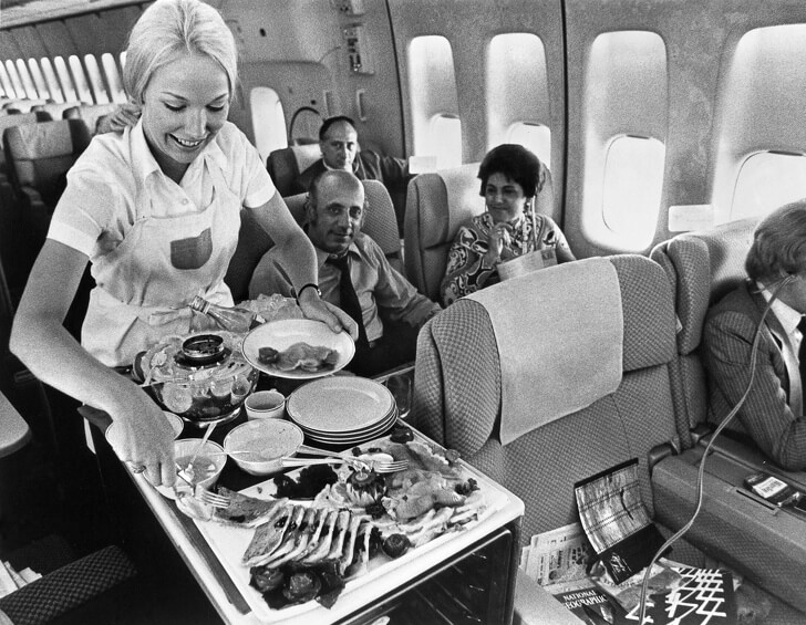 14 Beautiful Old Pictures Show What It Was Like To Travel By Plane In The Past