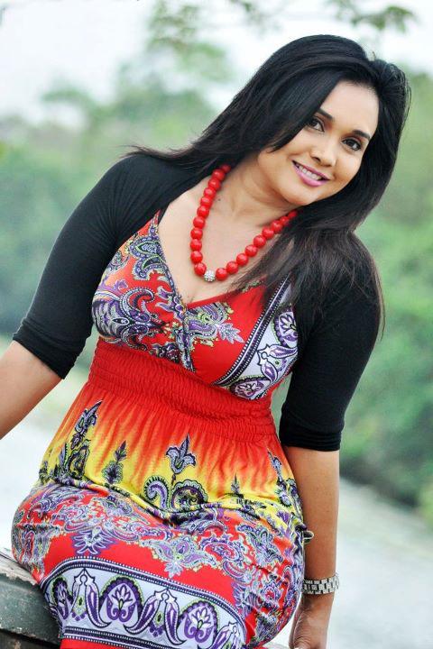 Sri Lankan Actress Gayathri Dias | GlamGalz.com