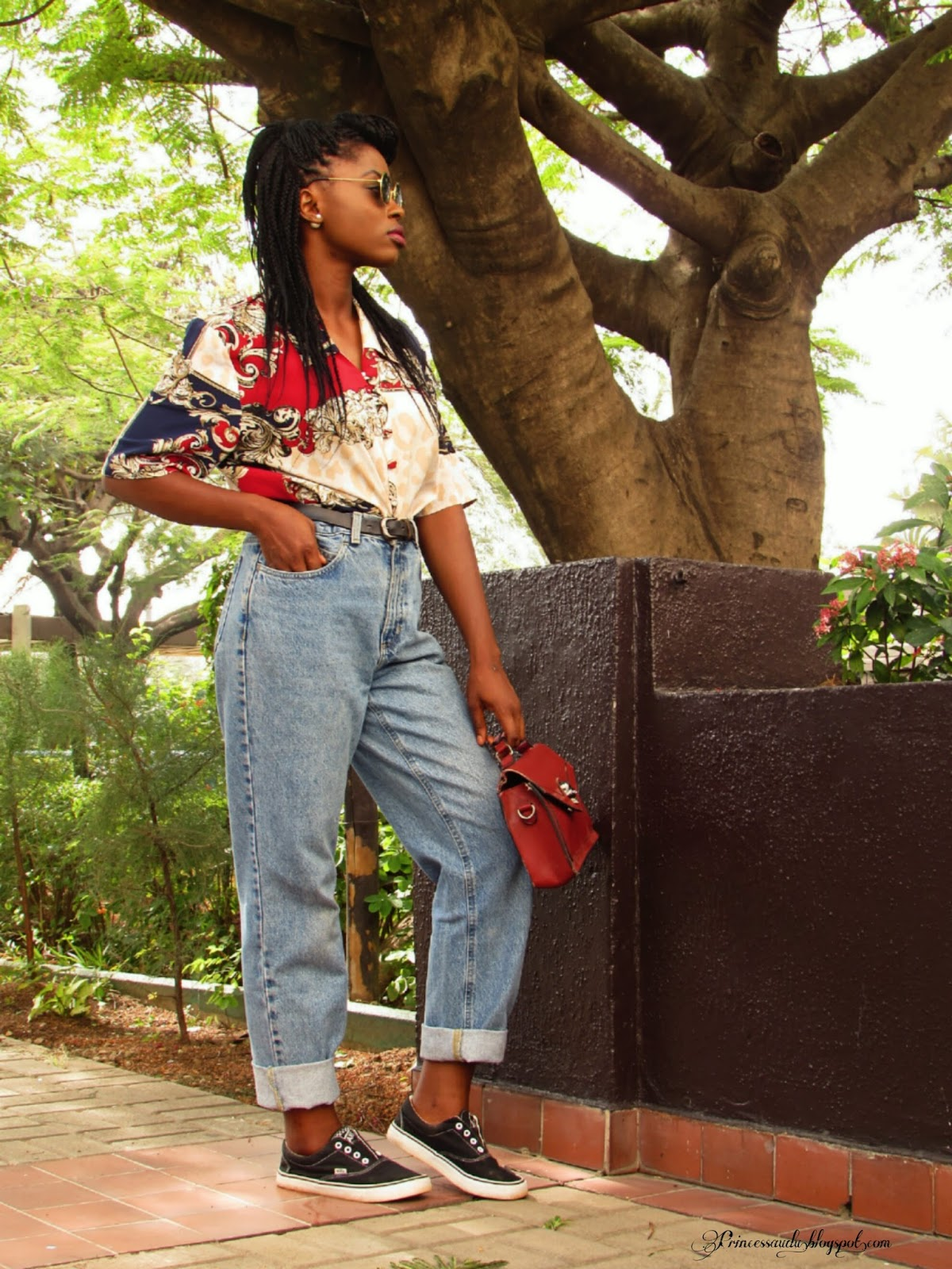 vintage  shirt, retro fashion, boyfreind jeans, mom jeans