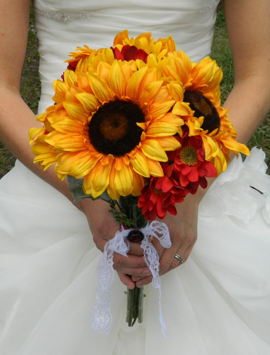 gorgeous vintage fall wedding sunflower bouquets