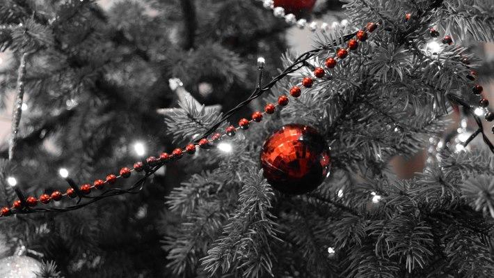 Wallpaper 3: Christmas Balls in Tree