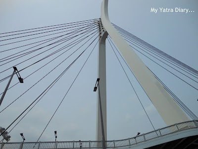 A magnificient bridge in the Sumida River cruise, Tokyo - Japan