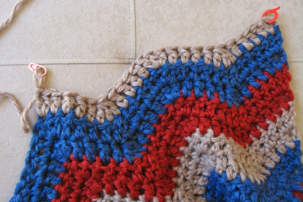 The top row of the ripple blanket shows two types of stitch marker: small, thin, pink locking pin marker on the left; a large, thick, red split ring marker on the right.