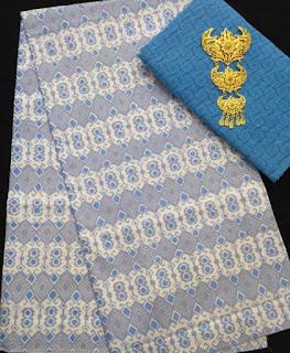 Kain Batik dan Embos 582 Biru