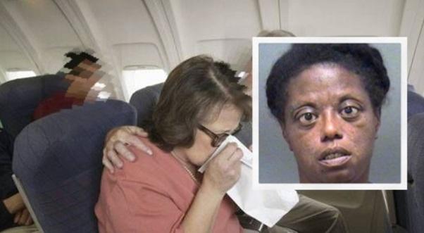 Pesawat Mendarat Kecemasan Kerana Bau Kemaluan Wanita Terlalu Busuk