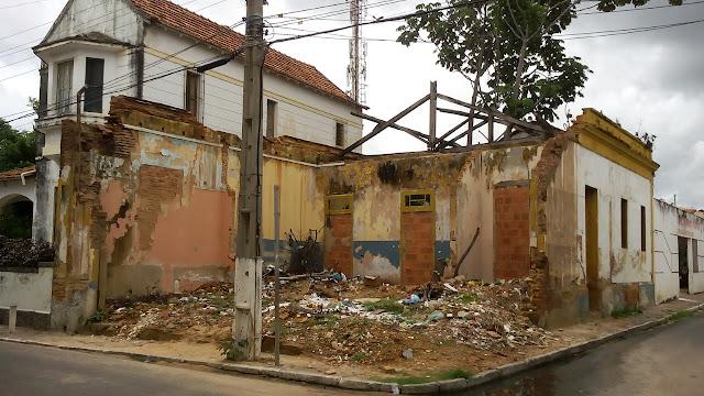 Resultado de imagem para casarões abandonados no centro historico de parnaíba