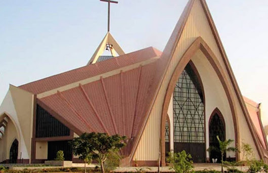 Anglican pastor slumps and dies on the pulpit while officiating wedding in Bayelsa