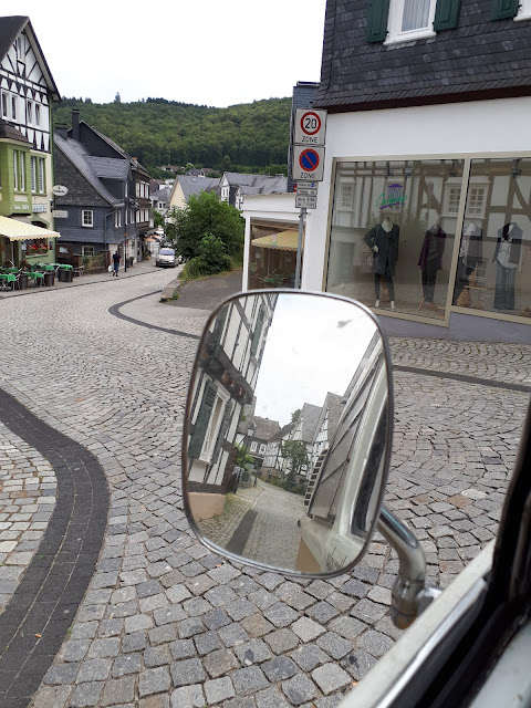 Freudenberg Fachwerkhauses through the rear view mirror