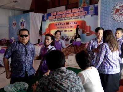 Ketum Panitia Hari Persatuan Remaja dan Hut ke 27 KPRS GMIM, Jolanda Unneputty saat memantau jalannya Lomba.