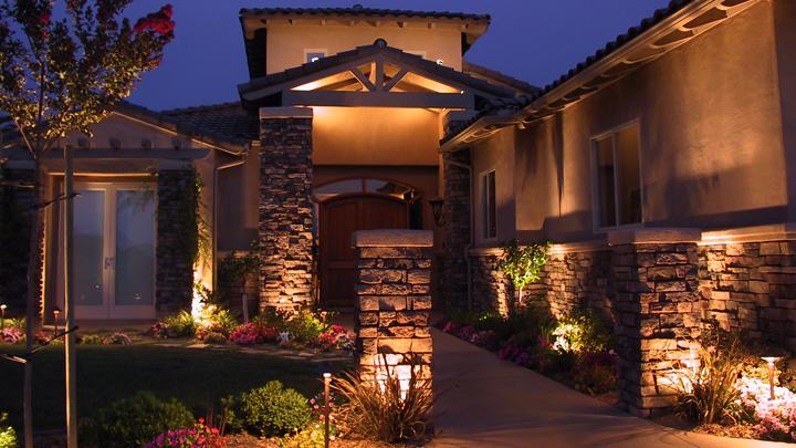 Marzua claves para iluminar el exterior de la casa for Lamparas para exteriores de casas